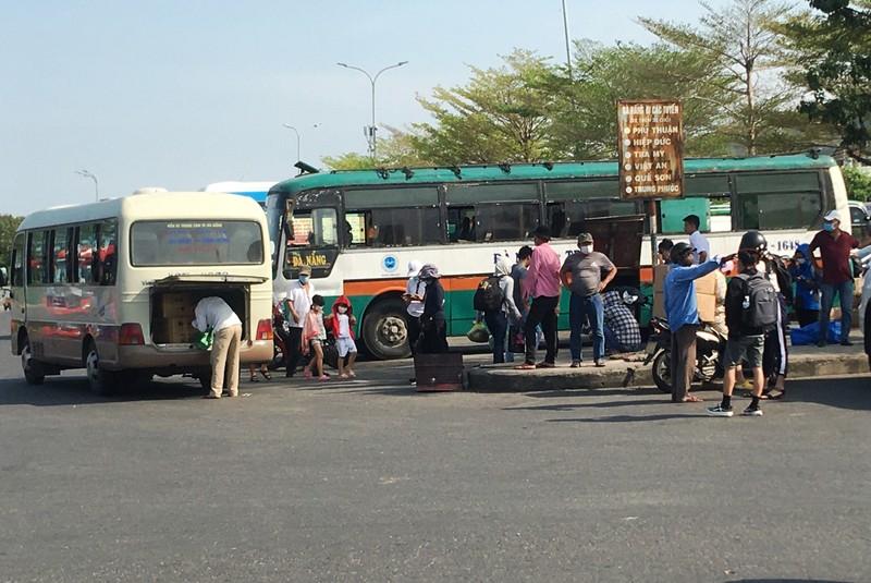 Đà Nẵng: Nhiều người lơ là việc đeo khẩu trang nơi công cộng - ảnh 1