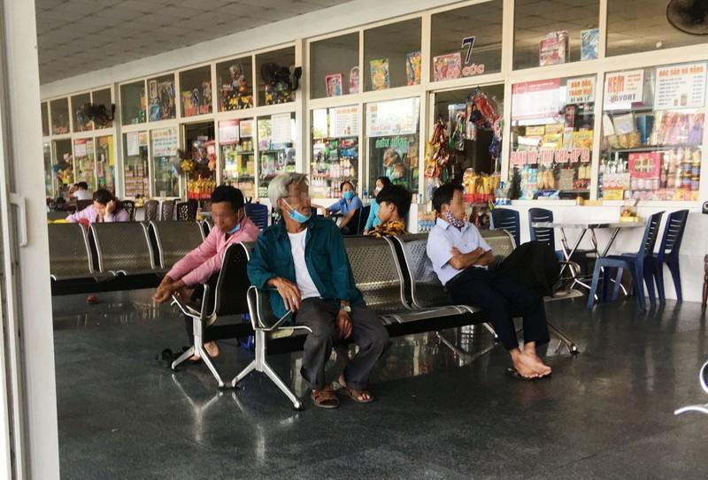 Đà Nẵng: Nhiều người lơ là việc đeo khẩu trang nơi công cộng - ảnh 4