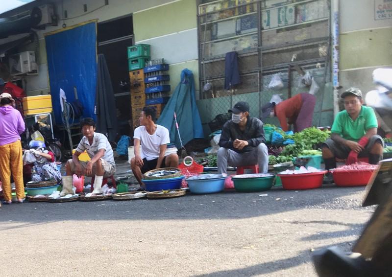 Đà Nẵng: Nhiều người lơ là việc đeo khẩu trang nơi công cộng - ảnh 7