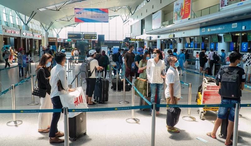 Đà Nẵng đón 406 người từ TP.HCM về quê miễn phí bằng máy bay - ảnh 1