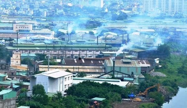 Hỗ trợ 18 cơ sở sản xuất di dời ra khỏi khu dân cư - ảnh 1