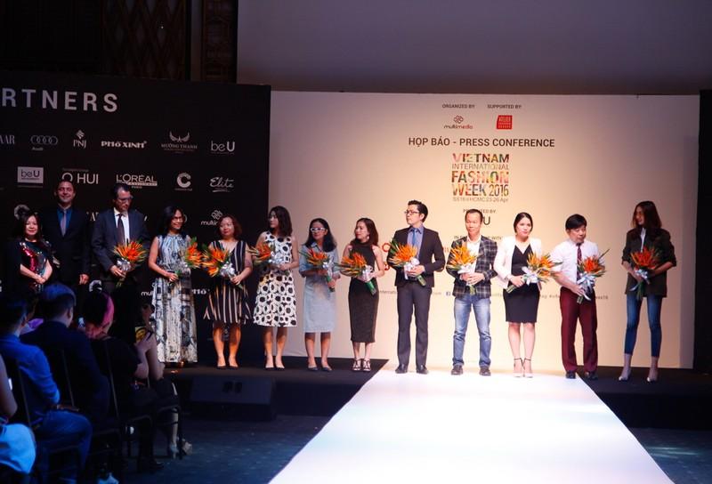 6 nhà thiết kế nước ngoài tại 'tuần lễ thời trang quốc tế Việt Nam' - ảnh 1