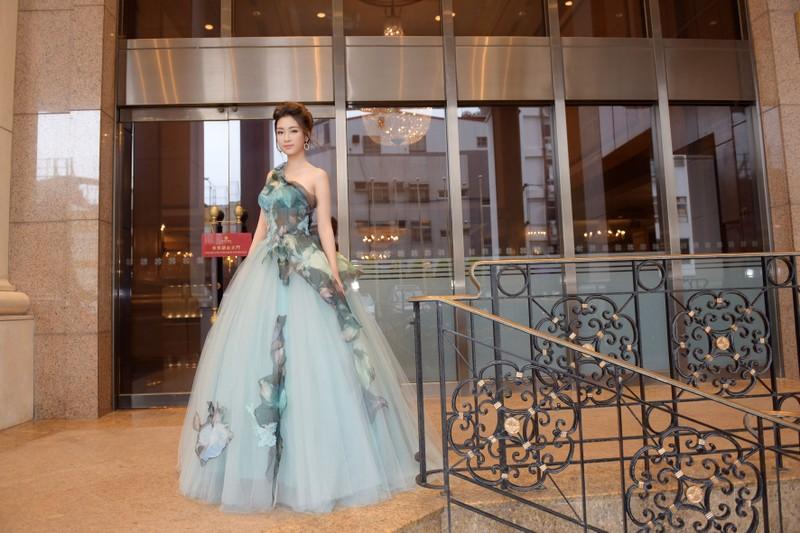Hoa hậu Đỗ Mỹ Linh làm công chúa Lọ Lem  - ảnh 7