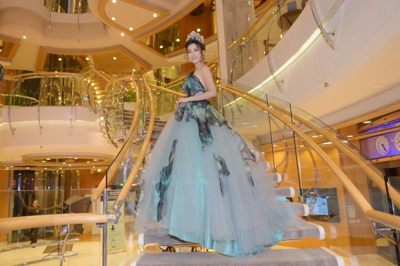 Hoa hậu Đỗ Mỹ Linh làm công chúa Lọ Lem  - ảnh 5