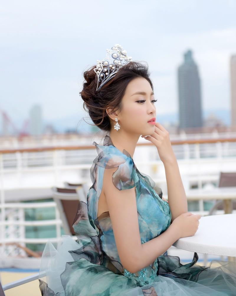 Hoa hậu Đỗ Mỹ Linh làm công chúa Lọ Lem  - ảnh 2