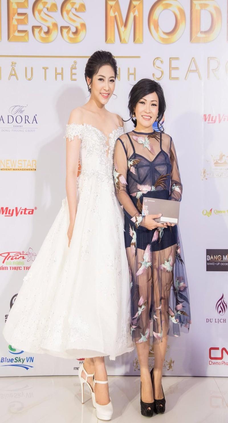 Hoa hậu Đặng Thu Thảo và ca sĩ  Phương Thanh.