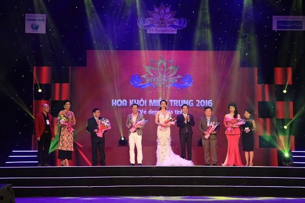 Đoàn Thị Hồng Trang đăng quang Hoa khôi miền Trung 2016 - ảnh 3