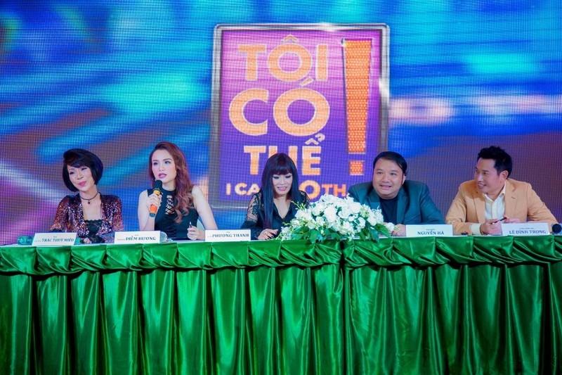 Ban giám khảo và ban tổ chức chương trình.