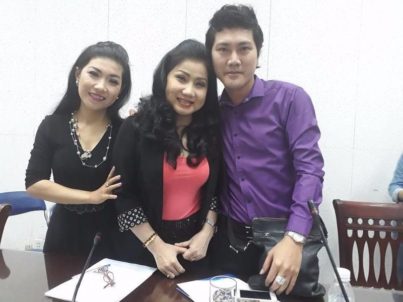 Hai thành viên ban giám khảo cuộc thi - nghệ sĩ Phượng Loan và Đào Vũ Thanh