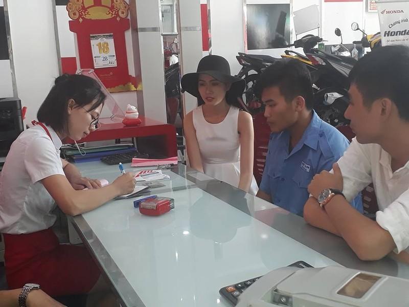 Phan Thị Mơ mua xe giúp cậu sinh viên nghèo - ảnh 3