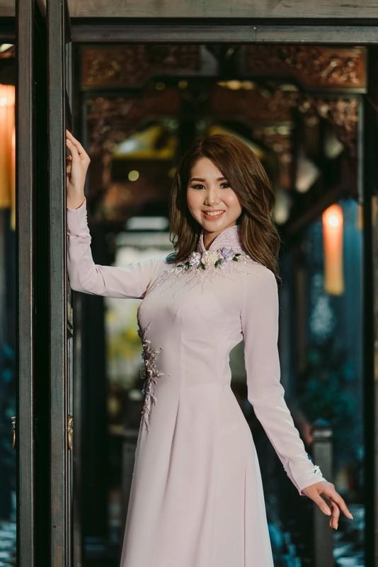 Chỉ Miss Nhật Bản mặc áo dài giữa rừng váy dạ hội - ảnh 5