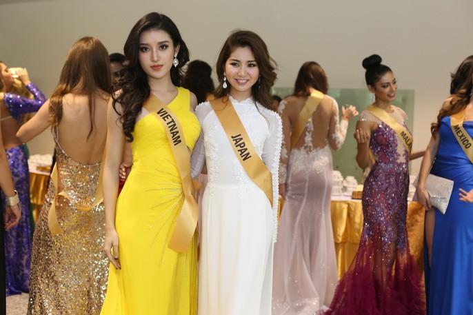 Chỉ Miss Nhật Bản mặc áo dài giữa rừng váy dạ hội - ảnh 3