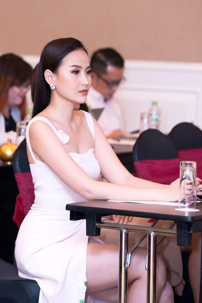 Khánh Ngân bất ngờ dự Miss Globe 2017 tại Albanial - ảnh 2