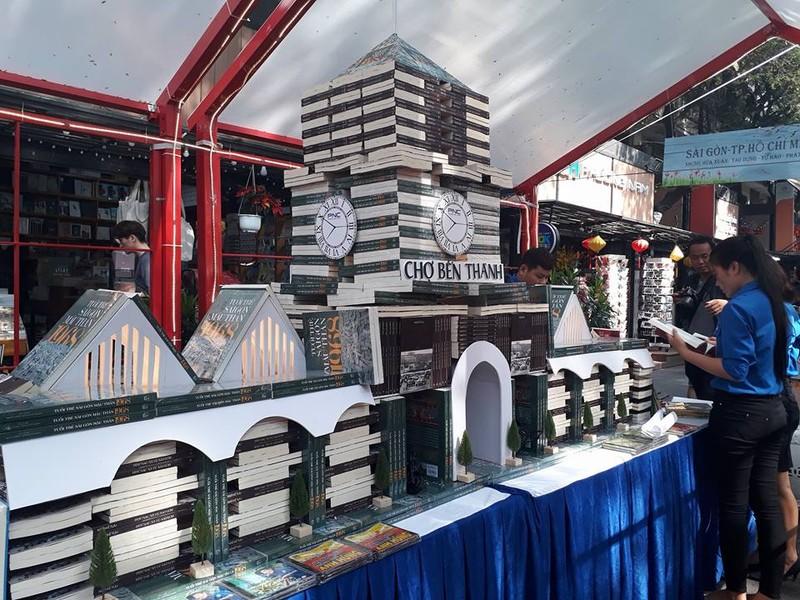 Dựng chợ Bến Thành bằng sách kỷ niệm xuân Mậu Thân - ảnh 4