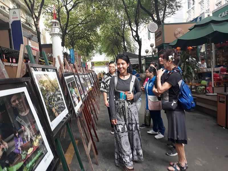 Dựng chợ Bến Thành bằng sách kỷ niệm xuân Mậu Thân - ảnh 6