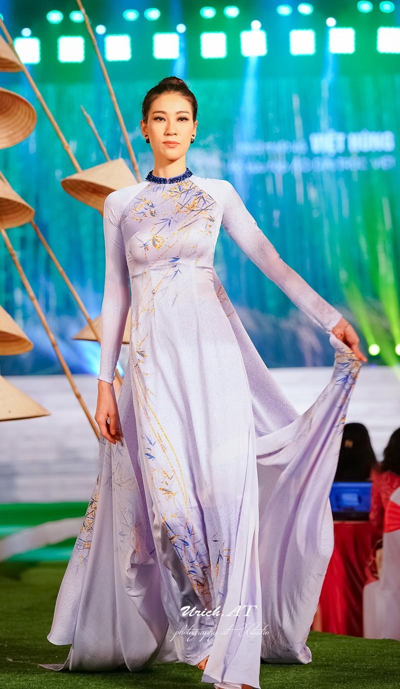 Ngắm mỹ nhân qua áo dài Trúc Việt của NTK Việt Hùng - ảnh 3