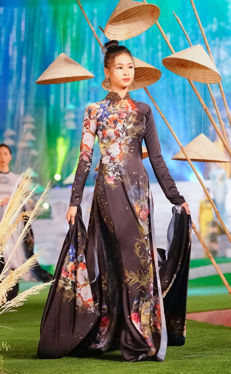 Ngắm mỹ nhân qua áo dài Trúc Việt của NTK Việt Hùng - ảnh 6