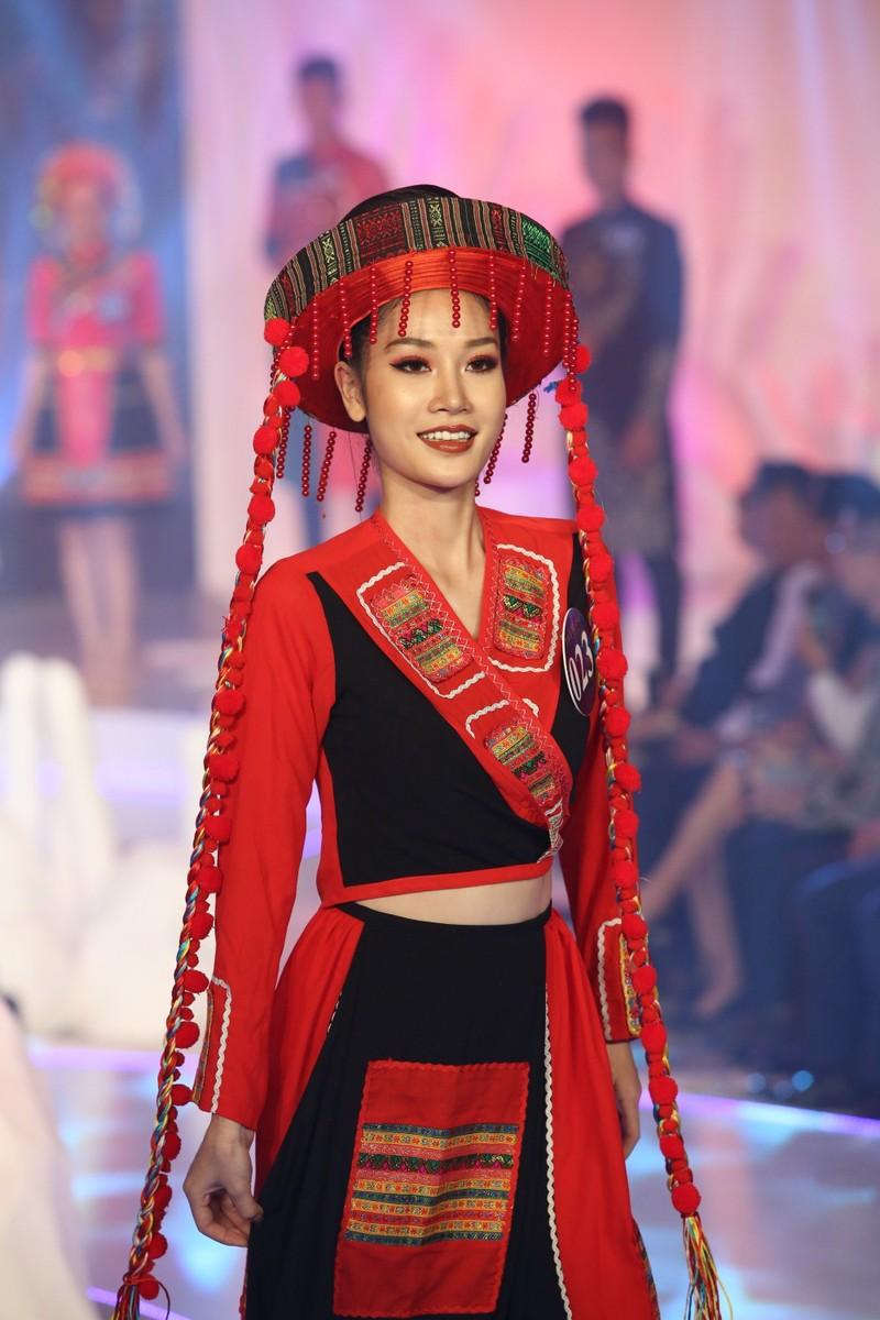 Chị gái Nam Em đăng quang 'Người mẫu Thời trang VN'   - ảnh 5