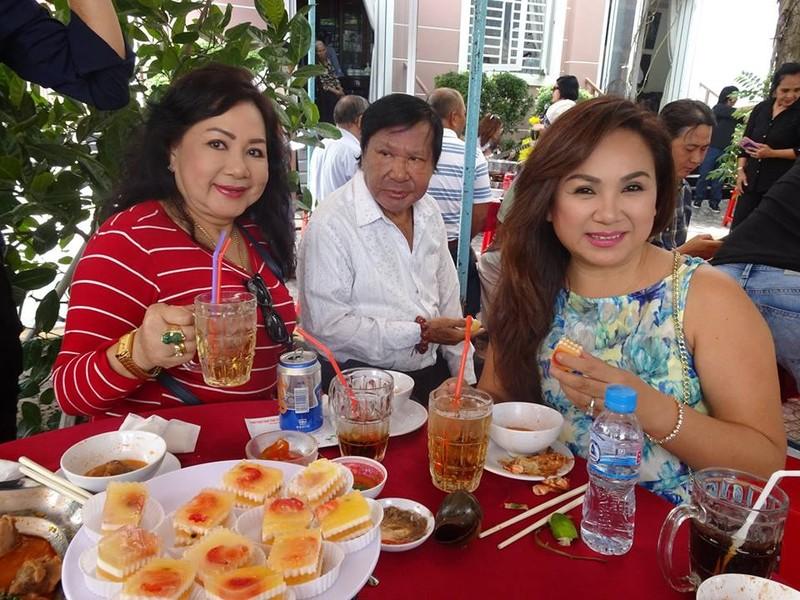Nghệ sĩ cải lương quy tụ dự giỗ đầu NS Thanh Sang - ảnh 13