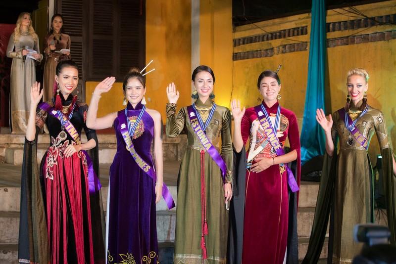 Philippines đạt giải trình diễn áo dài đẹp nhất tại Hội An - ảnh 10