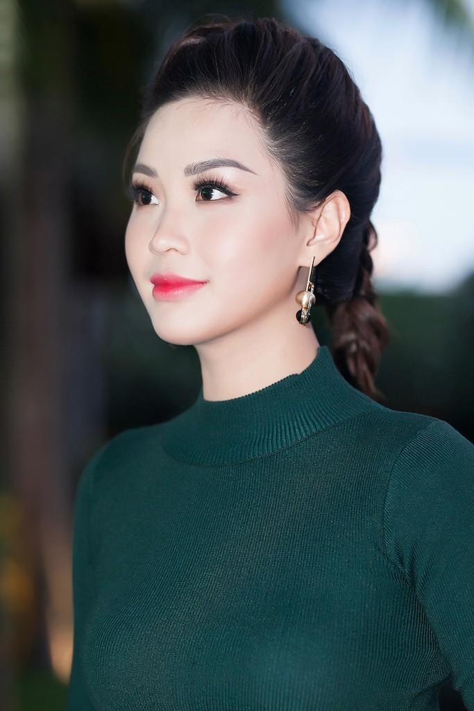 Á hậu Diễm Trang khoe sắc, khoe tiếng Anh  - ảnh 1