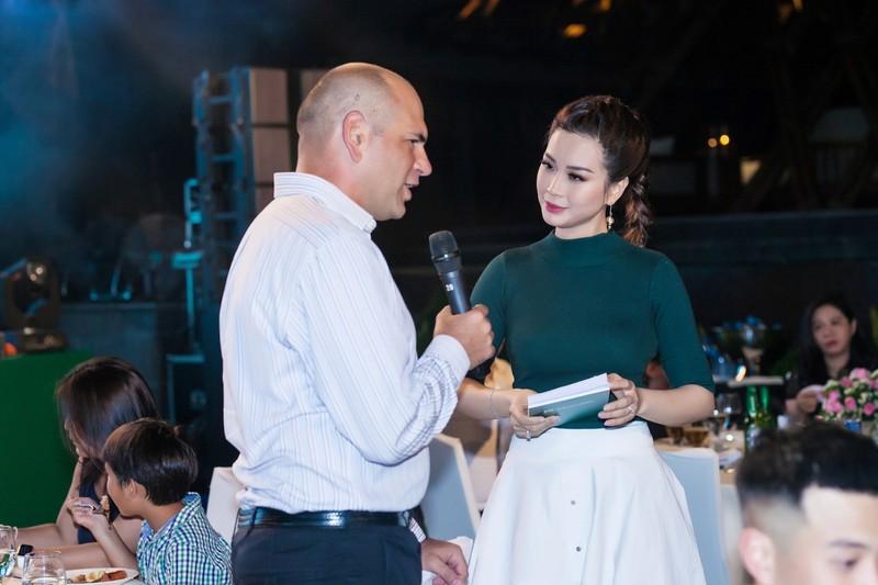 Á hậu Diễm Trang khoe sắc, khoe tiếng Anh  - ảnh 9