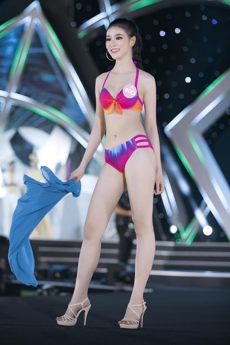 Thí sinh Hoa hậu VN khoe đường cong trong phần thi bikini  - ảnh 9