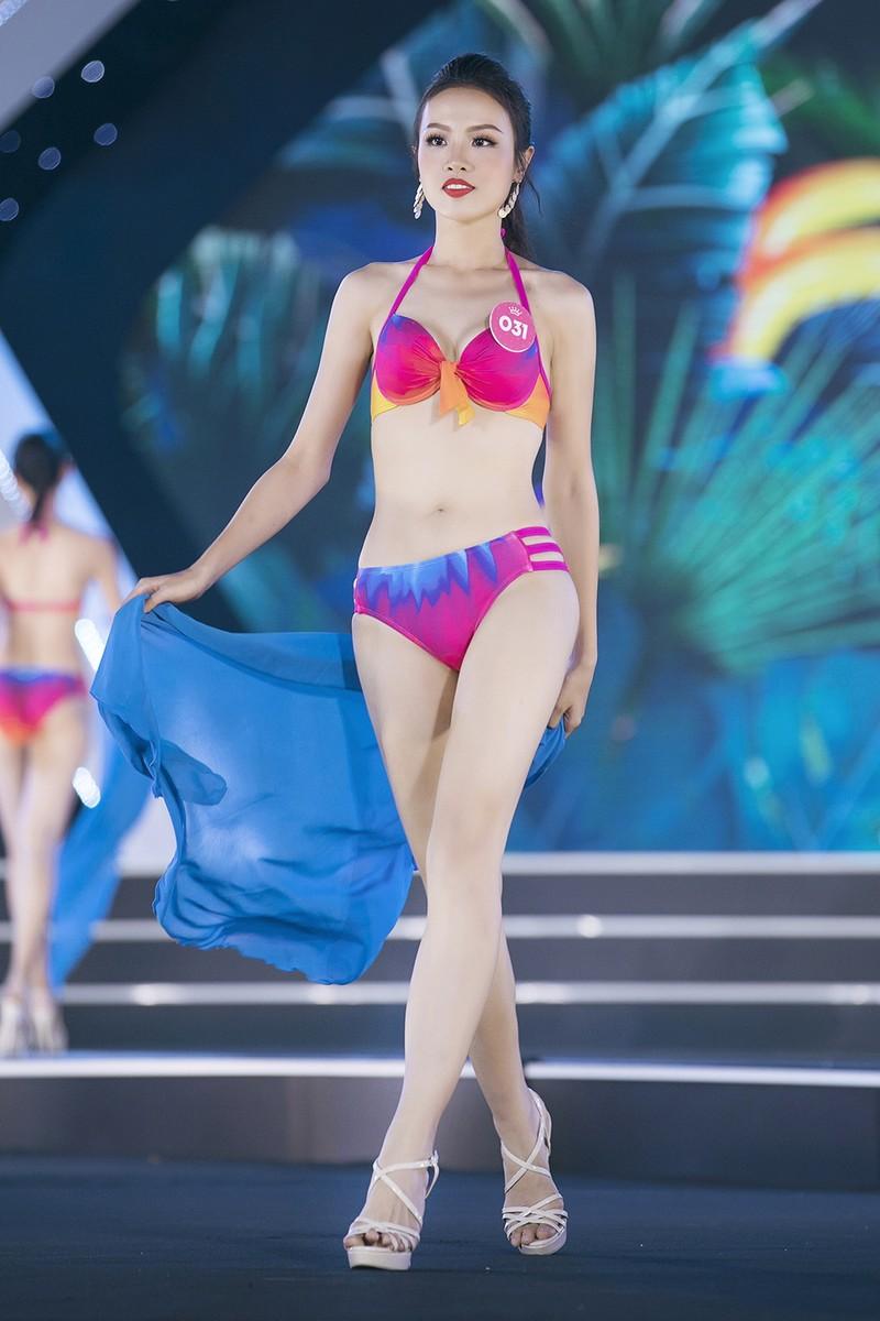 Thí sinh Hoa hậu VN khoe đường cong trong phần thi bikini  - ảnh 12