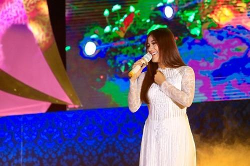 17000 khán giả lên núi xem live show Trần Vũ trong chùa - ảnh 2