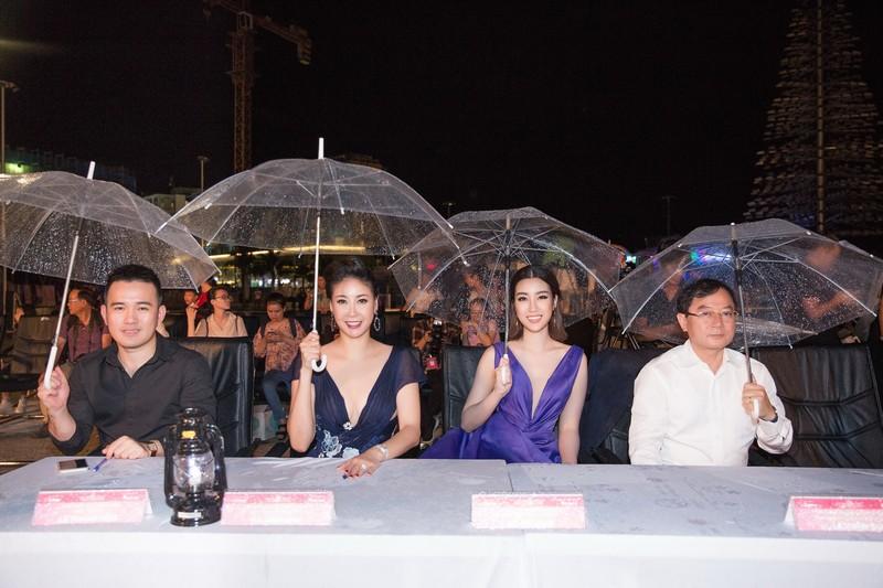 Kỳ Duyên đọ sắc cùng hoa hậu Mỹ Linh và đàn chị Hà Kiều Anh - ảnh 8