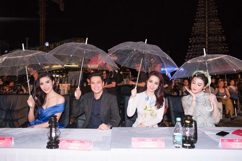 Kỳ Duyên đọ sắc cùng hoa hậu Mỹ Linh và đàn chị Hà Kiều Anh - ảnh 9