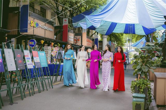 Hoa hậu Pháp diện áo dài, nón lá trên phố Sài Gòn - ảnh 3
