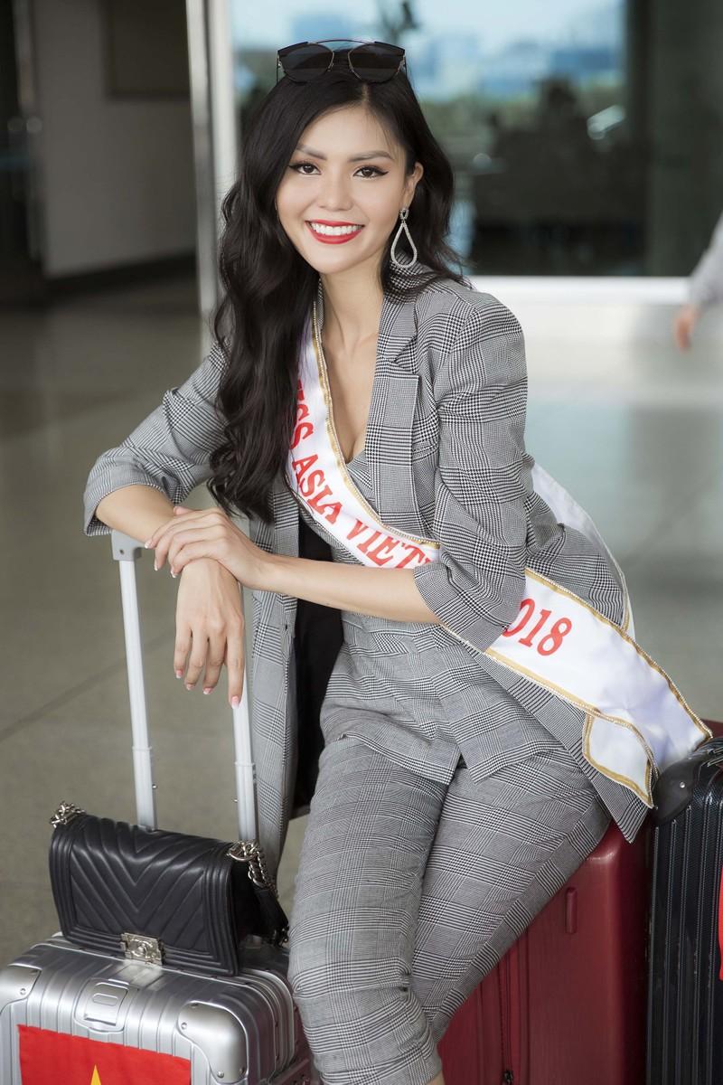 Kim Nguyên mang 150 kg quần áo thiết kế riêng thi Miss Asia  - ảnh 2
