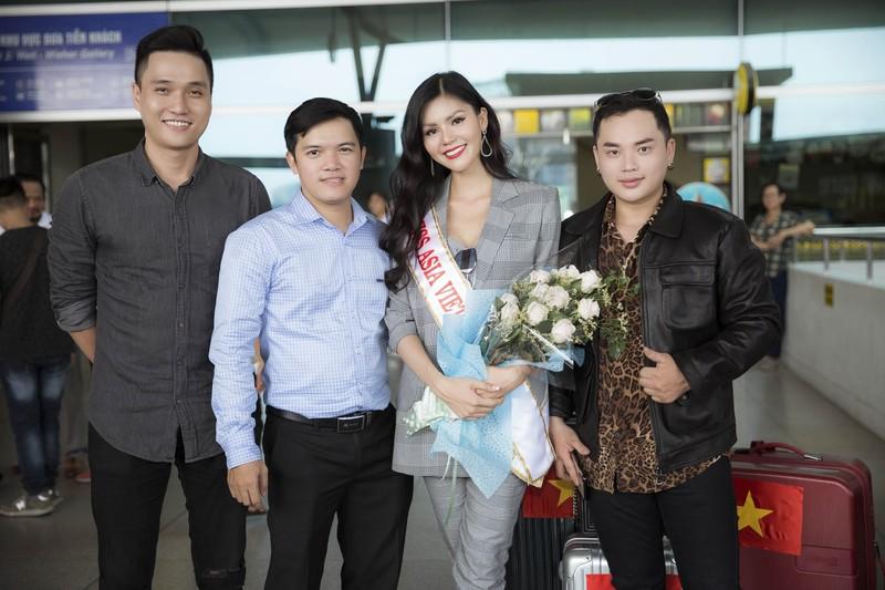 Kim Nguyên mang 150 kg quần áo thiết kế riêng thi Miss Asia  - ảnh 1