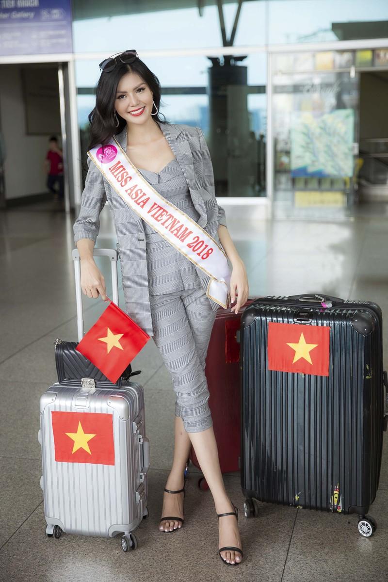 Kim Nguyên mang 150 kg quần áo thiết kế riêng thi Miss Asia  - ảnh 3