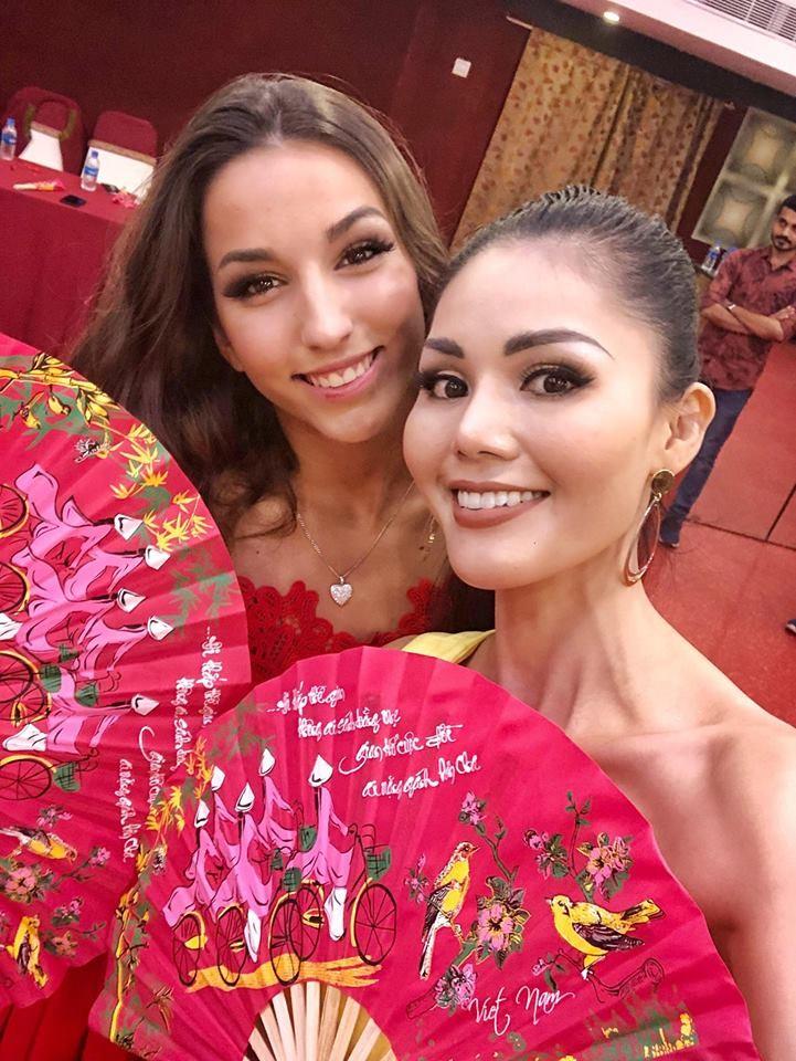 Kim Nguyên mang 150 kg quần áo thiết kế riêng thi Miss Asia  - ảnh 8