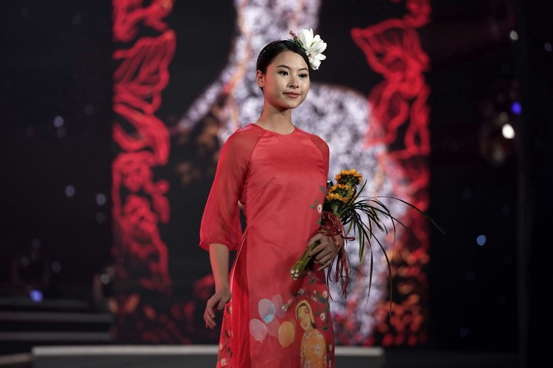 Ngắm bộ sưu tập áo dài xuân của HH Ngọc Hân ở Duyên dáng VN - ảnh 8