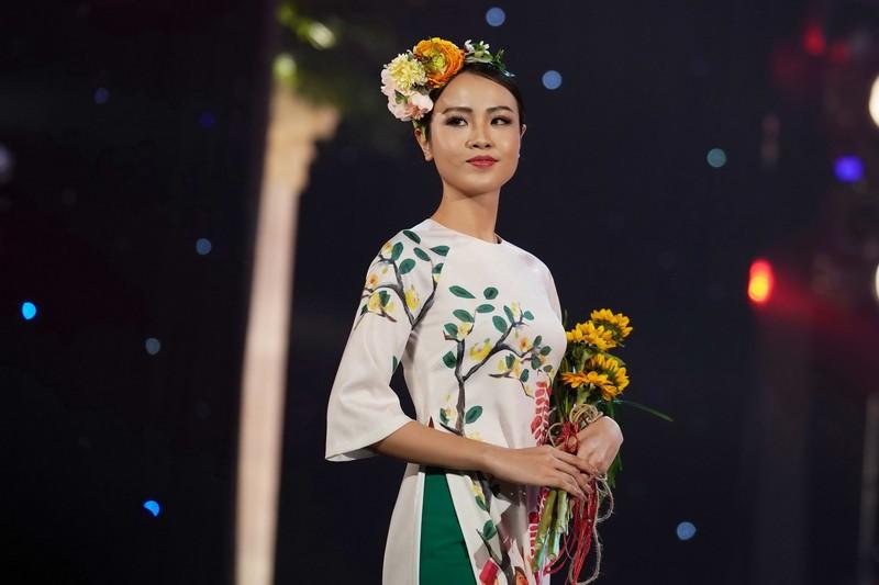 Ngắm bộ sưu tập áo dài xuân của HH Ngọc Hân ở Duyên dáng VN - ảnh 3