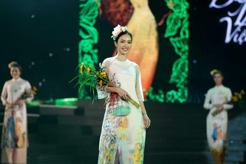 Ngắm bộ sưu tập áo dài xuân của HH Ngọc Hân ở Duyên dáng VN - ảnh 4