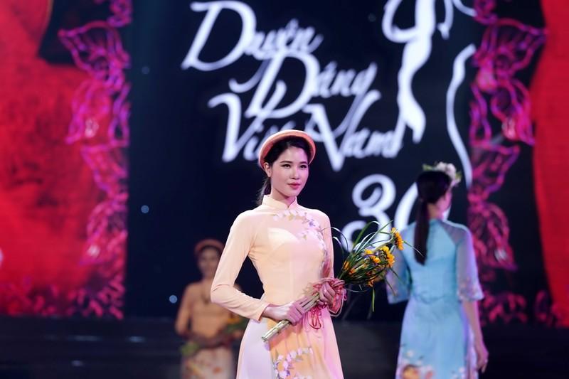 Ngắm bộ sưu tập áo dài xuân của HH Ngọc Hân ở Duyên dáng VN - ảnh 5