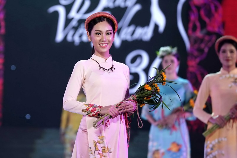 Ngắm bộ sưu tập áo dài xuân của HH Ngọc Hân ở Duyên dáng VN - ảnh 6