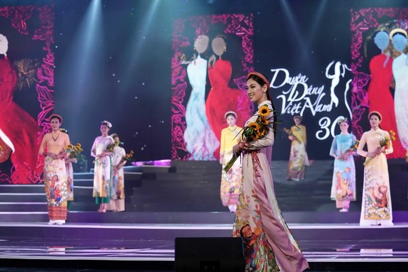Ngắm bộ sưu tập áo dài xuân của HH Ngọc Hân ở Duyên dáng VN - ảnh 7