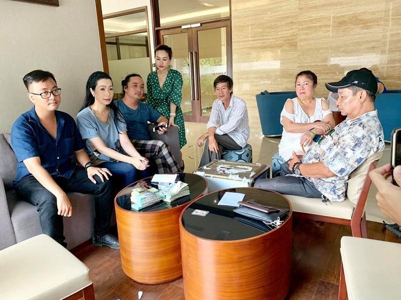 Gia đình cố NS Lê Bình từ thiện gần 300 triệu tiền phúng điếu - ảnh 3