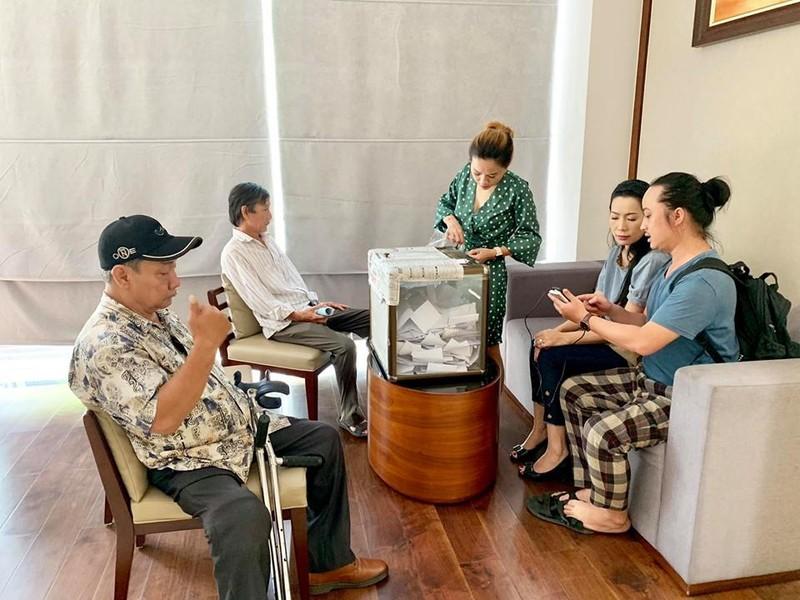 Gia đình cố NS Lê Bình từ thiện gần 300 triệu tiền phúng điếu - ảnh 1