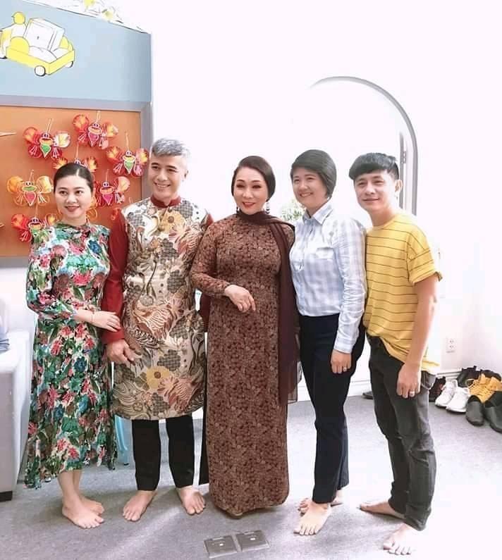 Nghệ sĩ Lệ Thủy, Bạch Tuyết dự Giỗ Tổ sân khấu - ảnh 5