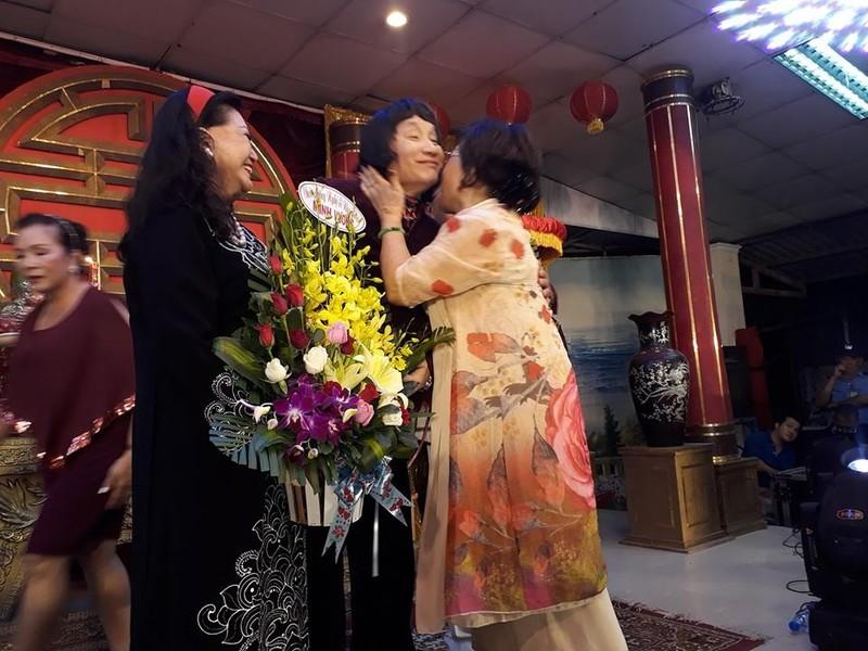 Làm giỗ tổ lớn, Minh Vương, Lệ Thủy công khai hôn nhau - ảnh 3