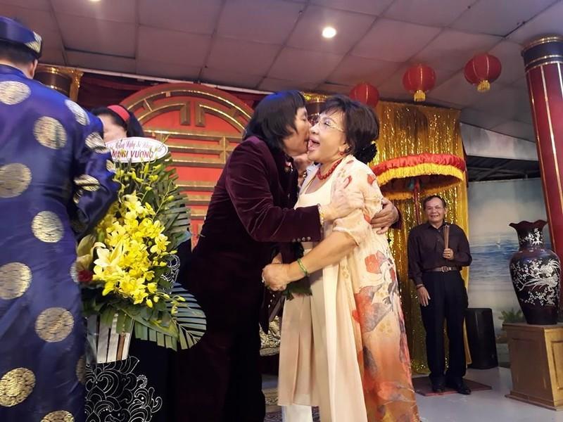 Làm giỗ tổ lớn, Minh Vương, Lệ Thủy công khai hôn nhau - ảnh 9