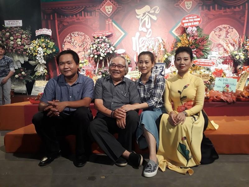 Hình ảnh nghệ sĩ giổ tổ tưng bừng ở các sân khấu kịch TP.HCM - ảnh 14