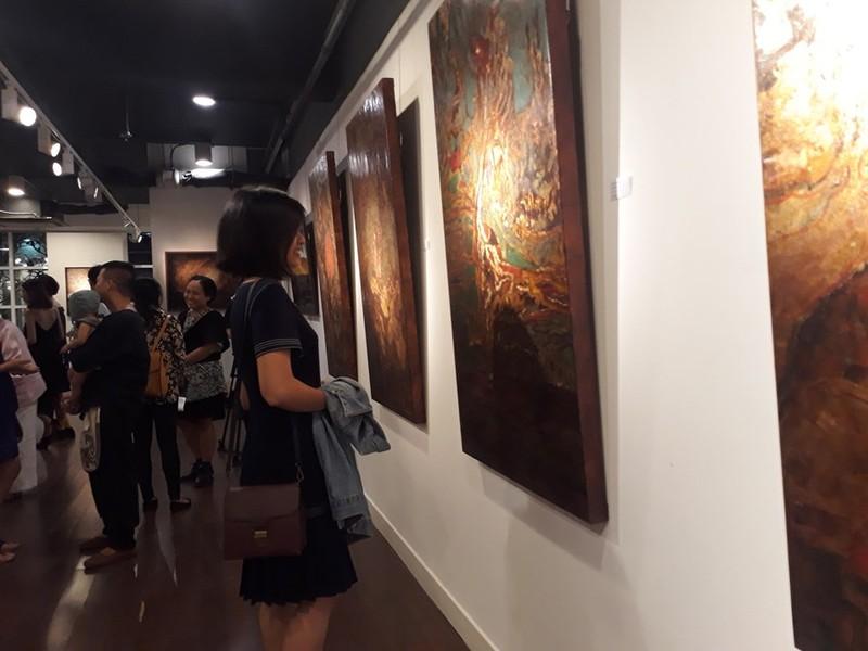 'Thở' sáng tạo tranh sơn mài trên vải của họa sĩ Hiền Nguyễn - ảnh 3