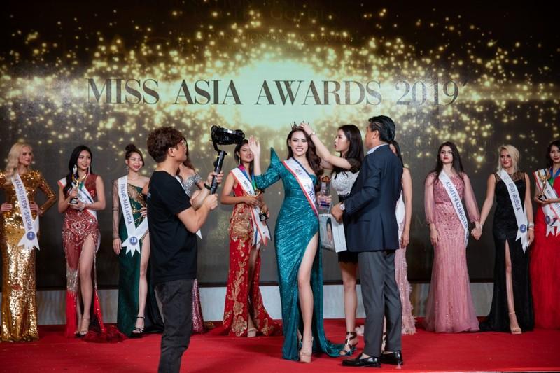 Vẻ đẹp bốc lửa của Á hậu châu Á 2019 Hà Vi Vi  - ảnh 1